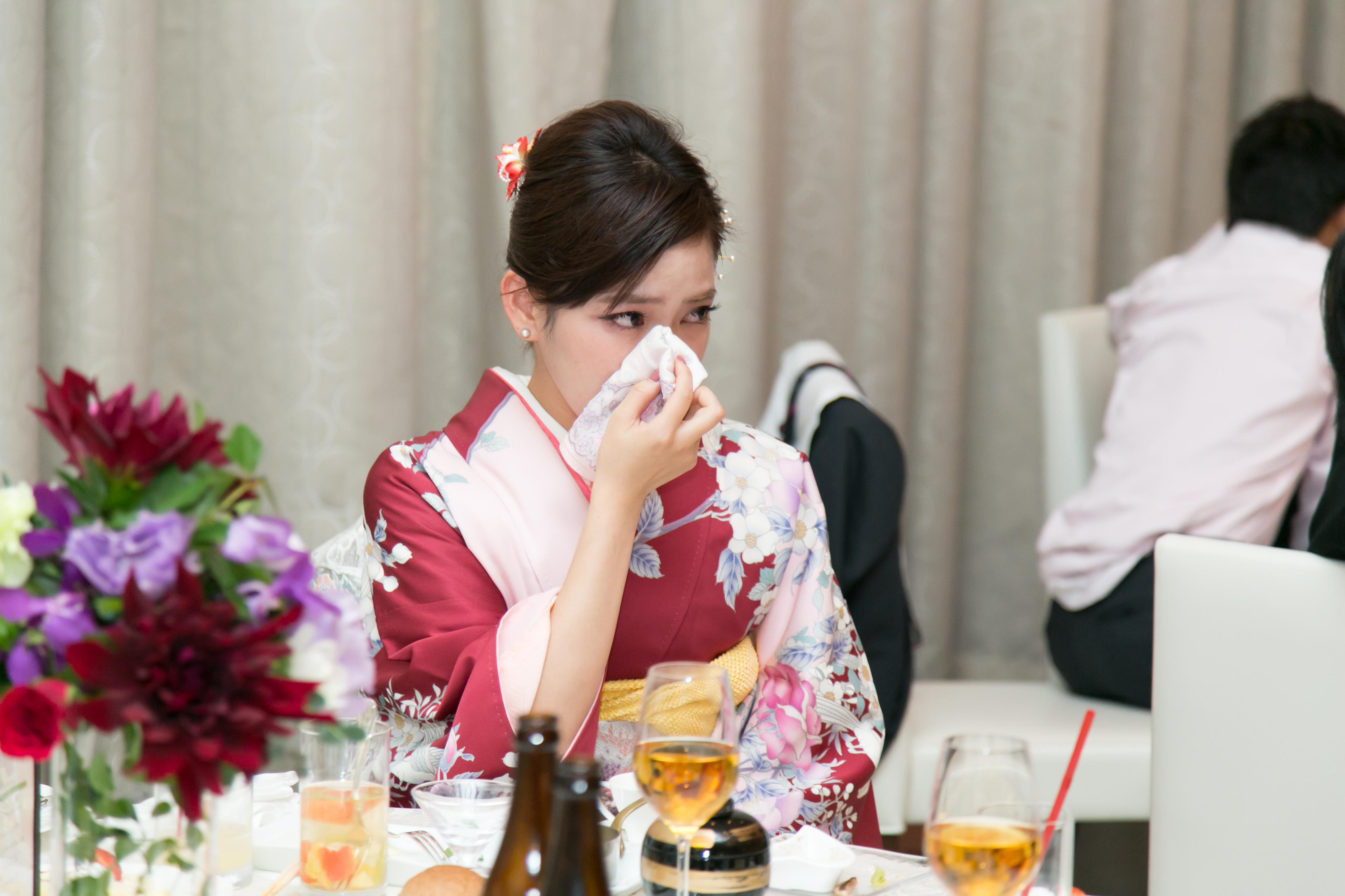 結婚式のハンカチの男女のマナーとおすすめセレクト! , 撮って