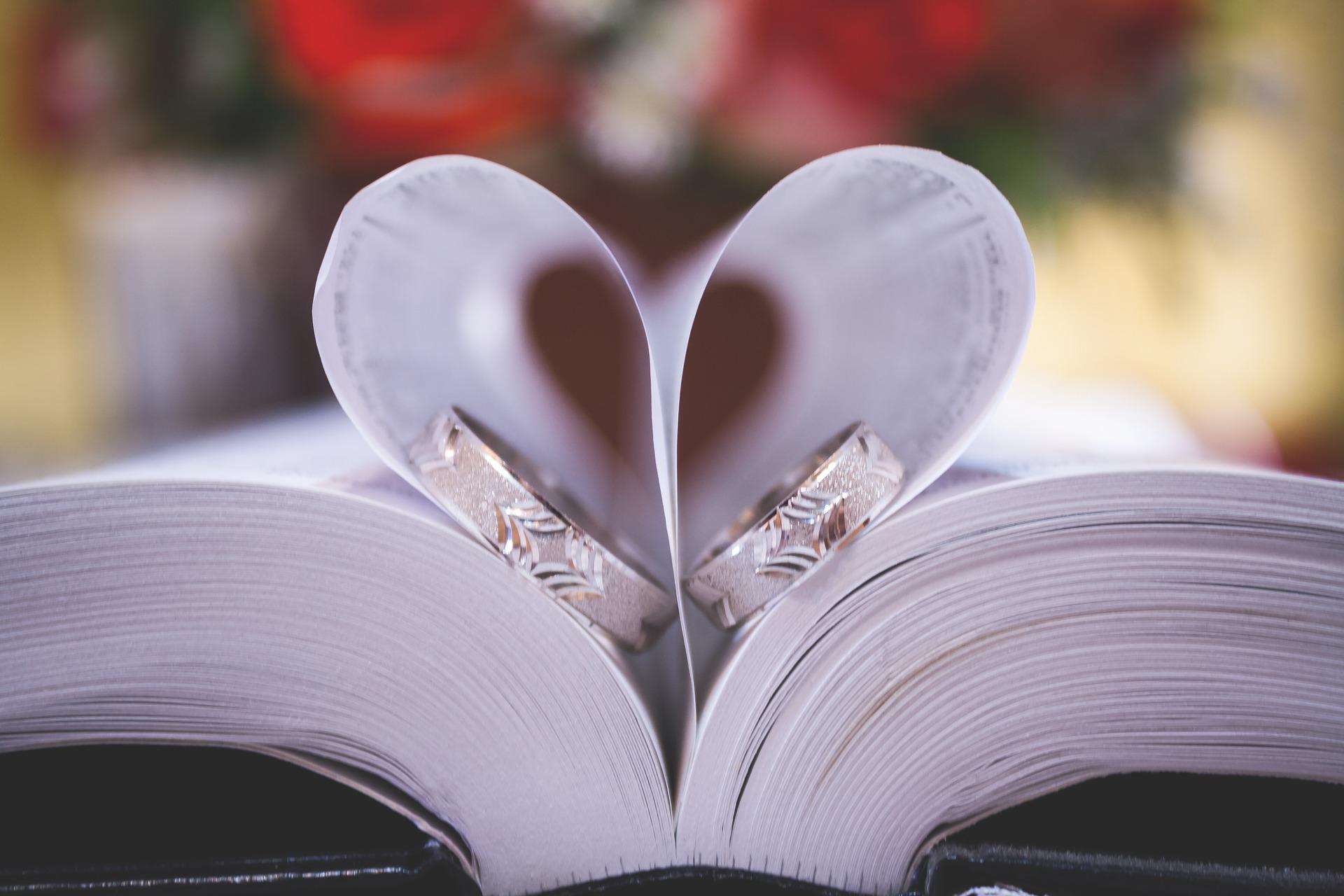 プロポーズ から 結婚式 まで 段取り 結婚指輪 決める